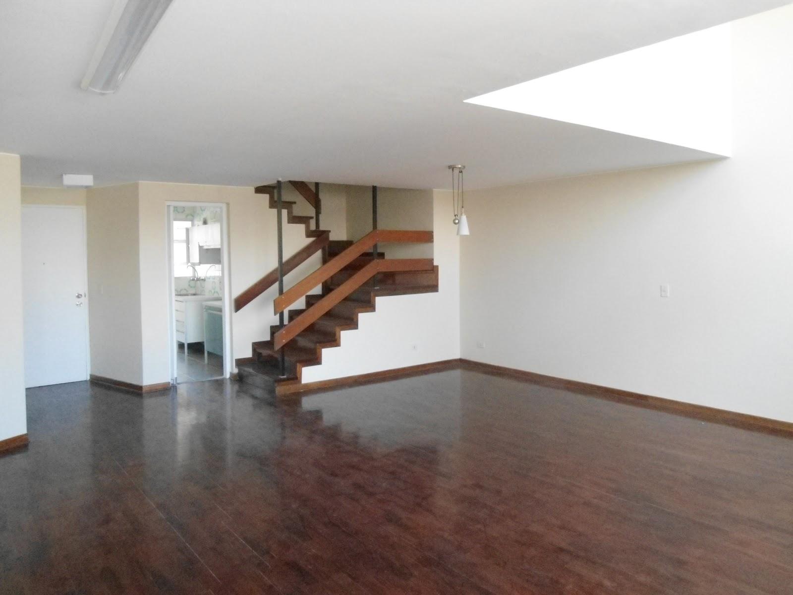 Vendo Duplex en 3 de Febrero y De La Torre