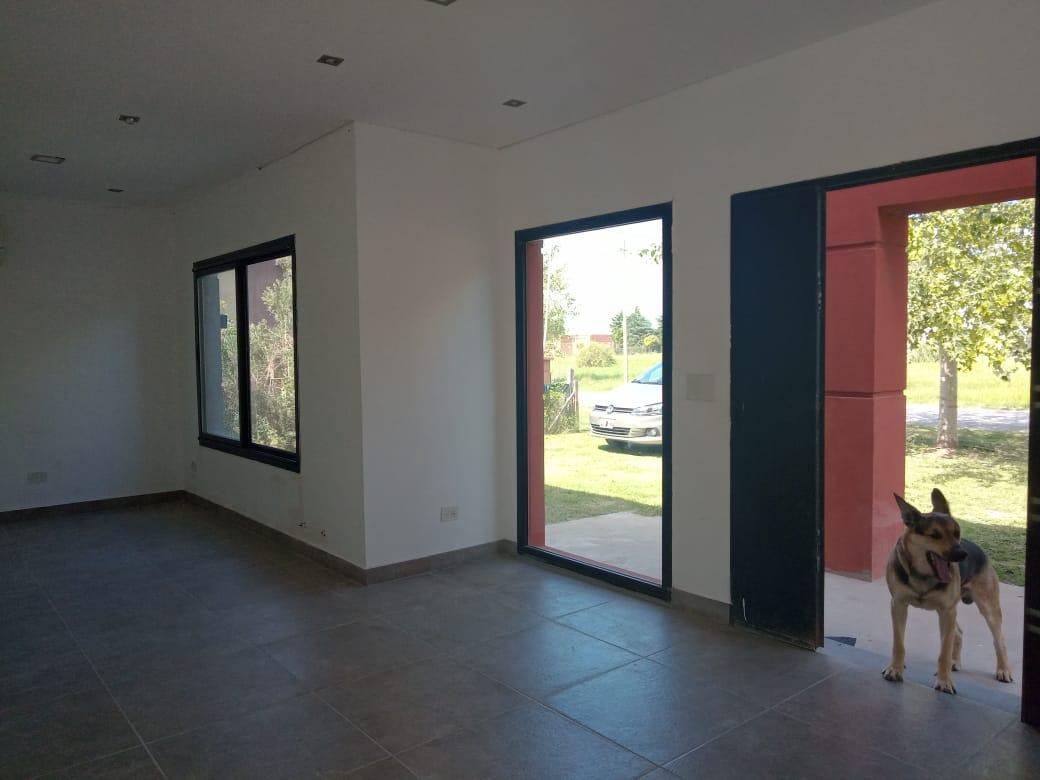 Vendo Casa en EL Amparo, Escalada, Zarate