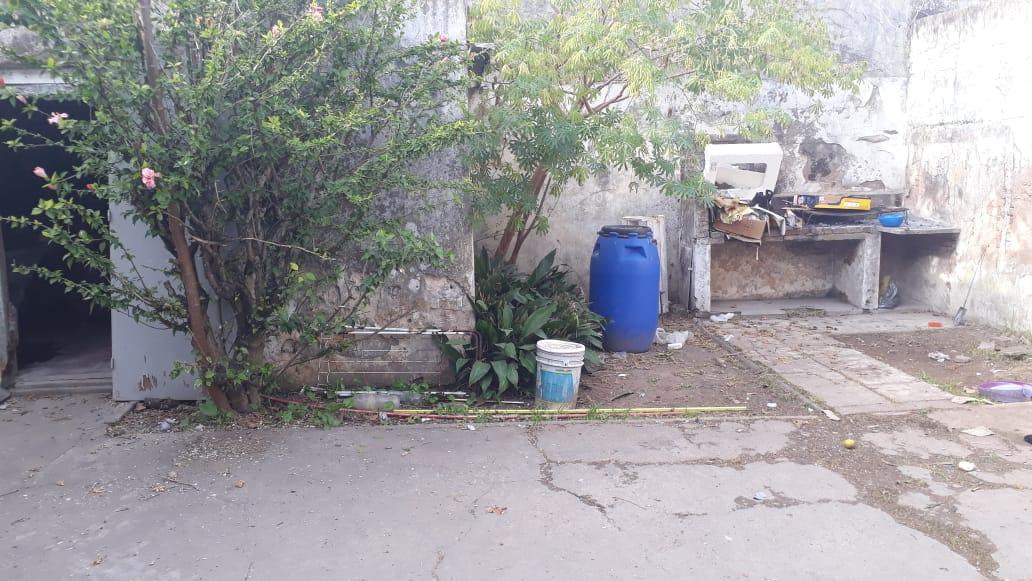 Vendo lote con casa a reciclar en Moreno y Mitre, Zárate