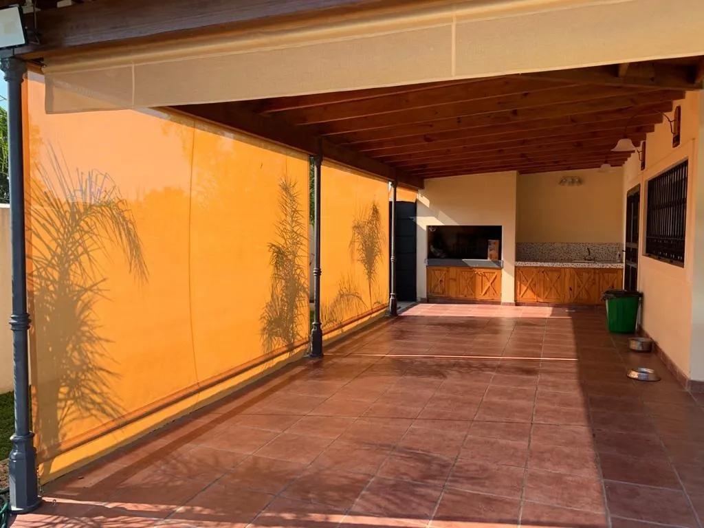 Vendo casaquinta con ambientes amplios en Lima, Zárate